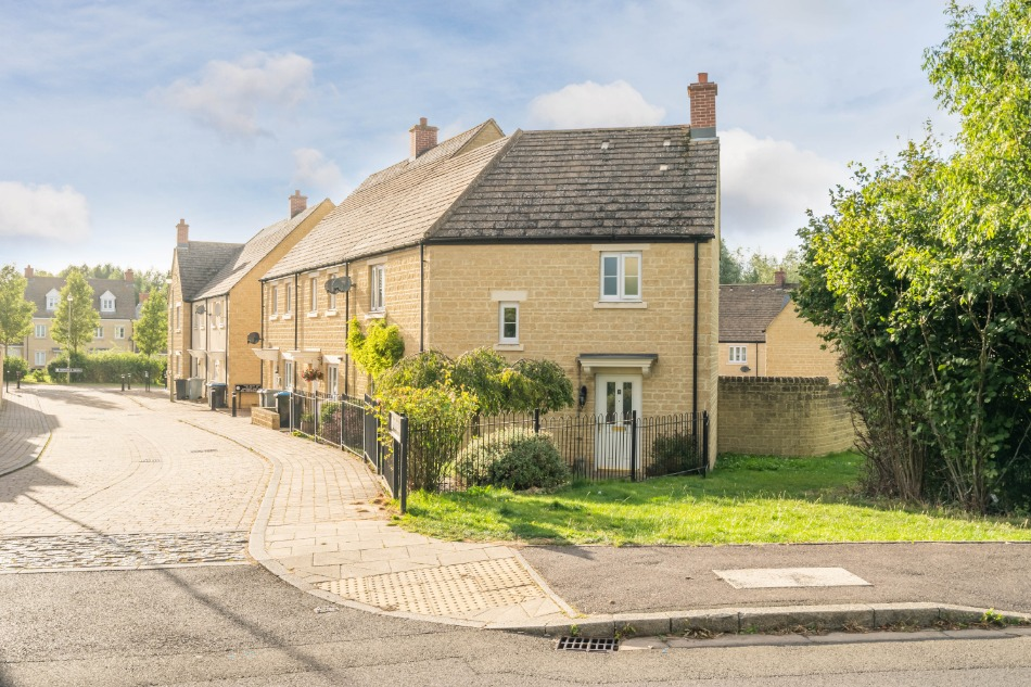 Northfield Row, Witney